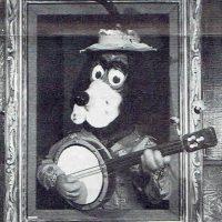 Jasper T. Jowls, an animatronic character from Chuck E. Cheese