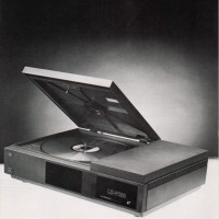 Upgraded laserdisc player used in Dragon's Lair, an arcade laserdisc video game by Starcom/Cinematronics 1983