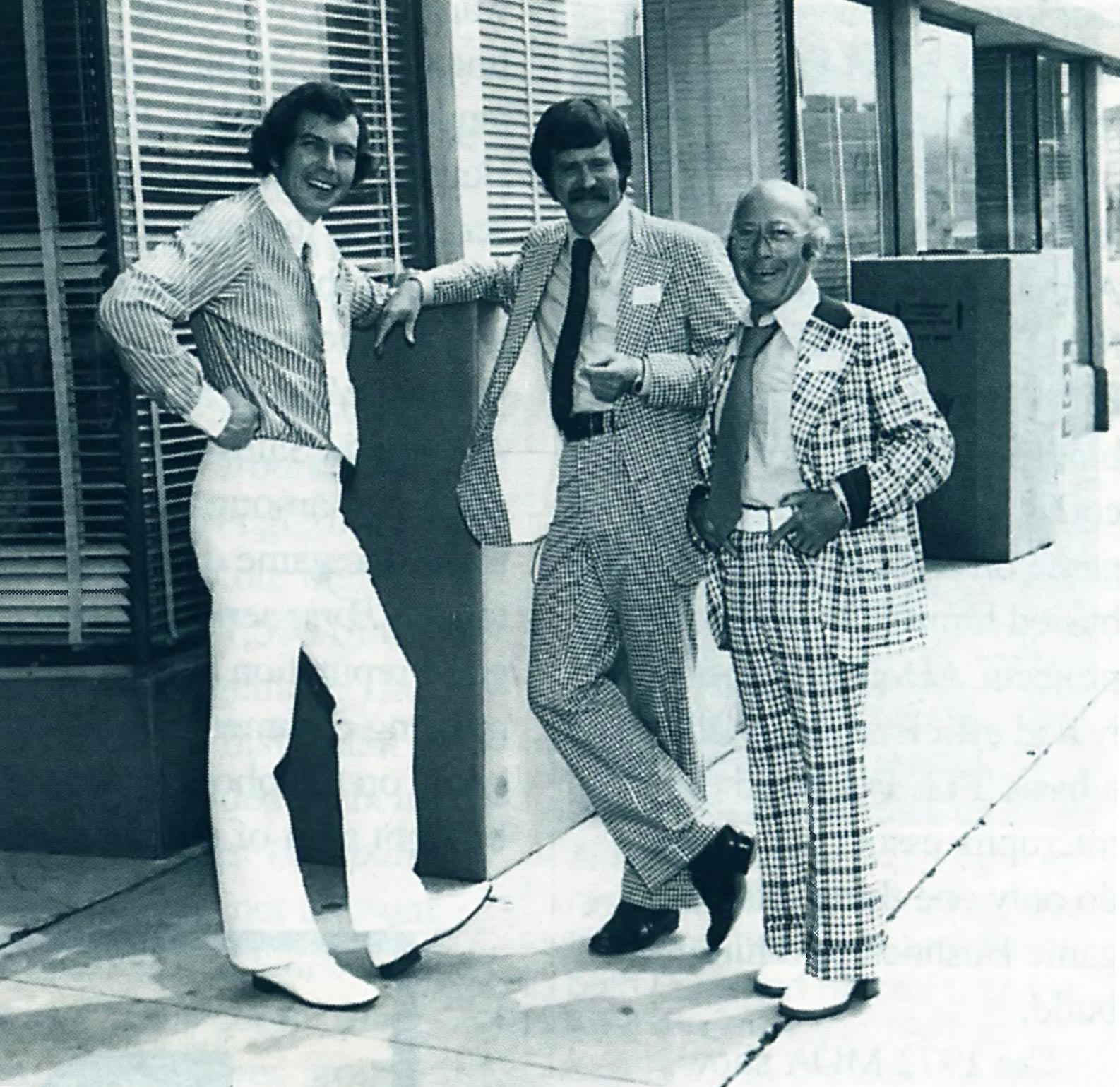 L.-R., Atari execs Nolan Bushnell and Pat Karns, with game distributor Al Bettelman, 1974